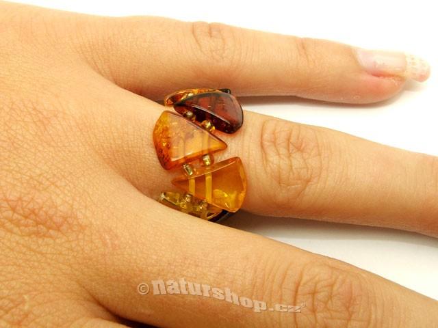 Jantar prsten trojúhelník mix