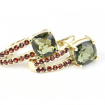 Earrings moldavite and garnet square 7 x 7mm standard cut Au 585/1000 5,72g
