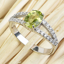 Olivine ring oval with zircons 8x6mm cut Ag 925/1000