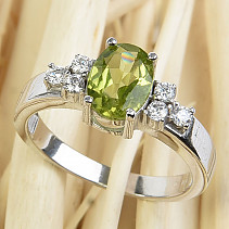 Ring olivine oval with zircons 8x6mm cut Ag 925/1000