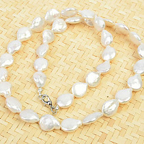 Necklace of seashells with mother-of-pearl 52cm