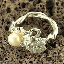 Botanic Collection: Ag ivy silver ring with pearl